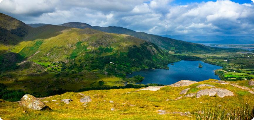 Connemara Rivier en bergen