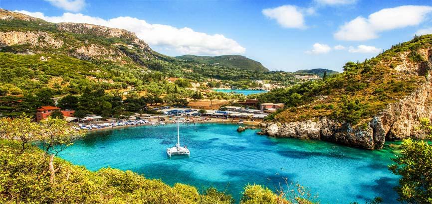 Kust van de stad Corfu