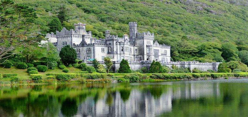 Galway rivier met kasteel