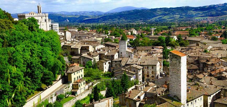 Uitzicht over stad Gubbio
