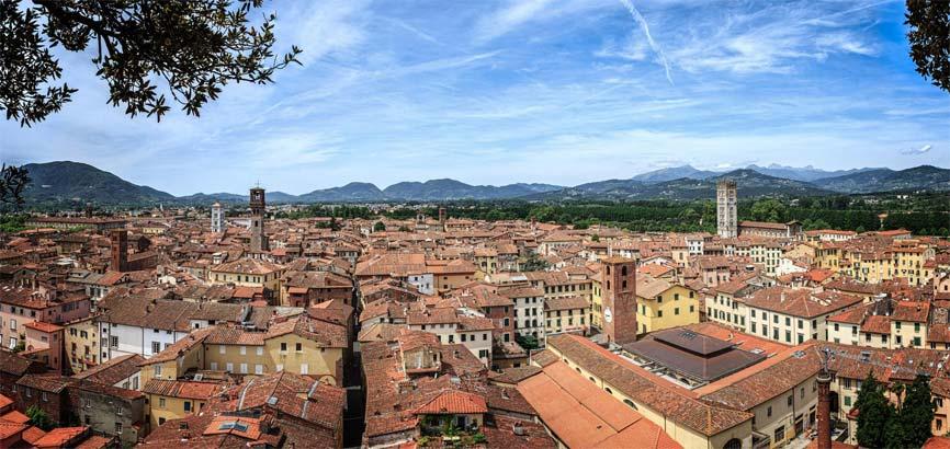 Uitzicht over stad Lucca