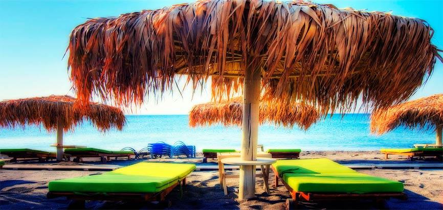 Uitzicht over strand Perivolos
