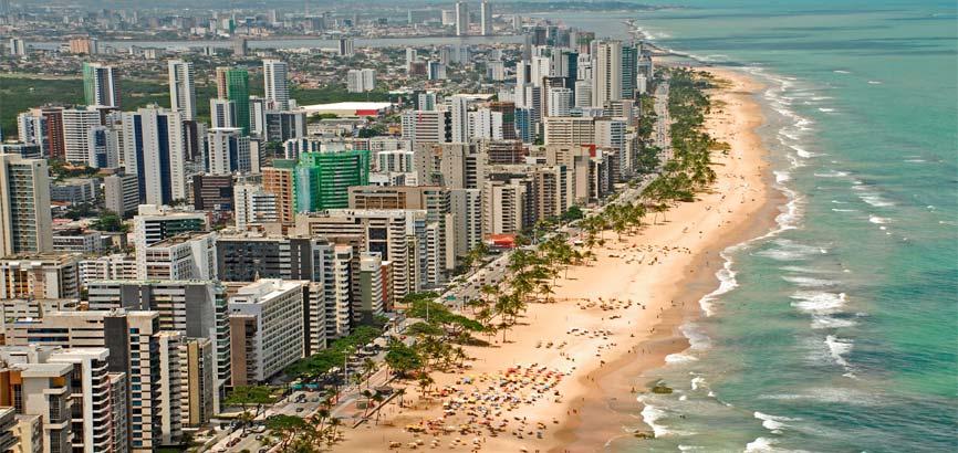 Bovenaanzicht van strand Recife