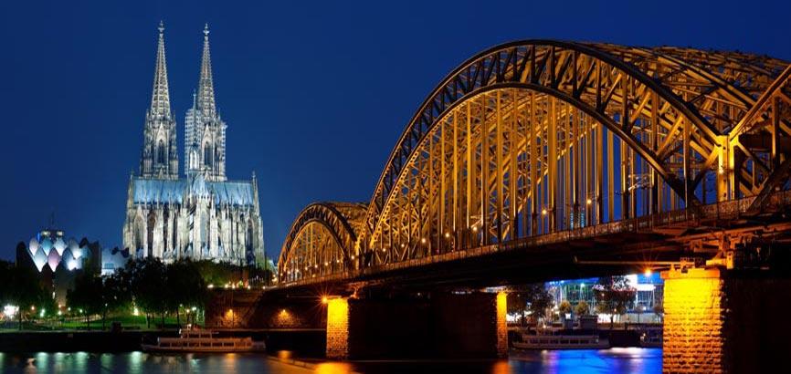 de stad Keulen vanaf waterkant